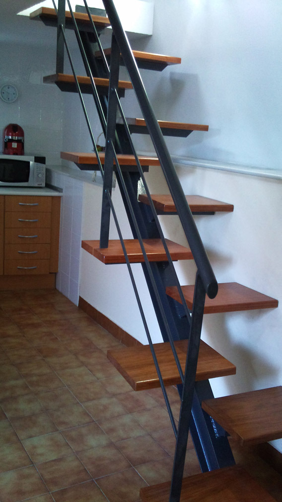 Escalera compensada mono viga escaleras for Grada escalera